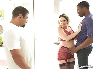 Lovely Kiki Daire gets her pussy pounded to the fullest extent a finally voayer watches