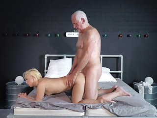Striptease and passionate sex put paid to an older guy and Daisy Dawkins
