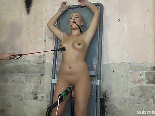 Despondent Bluebeard Lee enjoys BDSM game with a guy and his sex toys