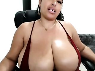 Heavy boobs masseuse Adrianna Luna works on big big cock