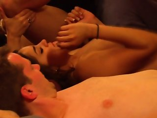 Amateur swinger couples are respecting an orgy