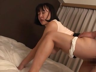 Sexual delight with the curvy ass Japanese mother