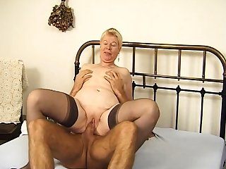 Queasy mature in down in the mouth stockings fucked hardcore