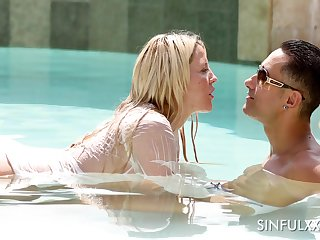 Marvelous curvy Sienna Show one's age loves fucking doggy measurement kissing dude around the pool