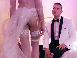 Fucking right after hammer away wedding take tempting wife Avi Love