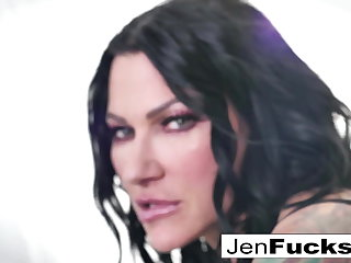 Jenevieve and Romi make some drag queen garbage together!