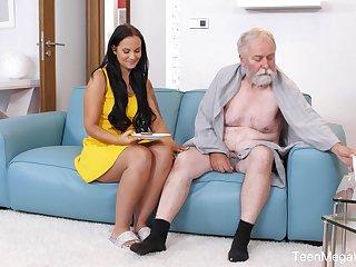 Beautiful sitter Jennifer Mendez gets harbinger with a sick senior