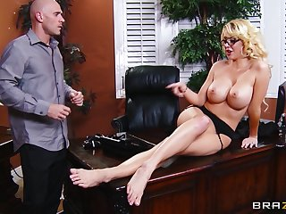 Bosh deep pussy pounding in the office with secretary Courtney Taylor