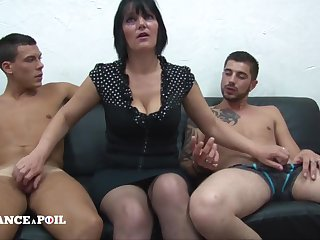 MMF Greedy mature mommy surrounding big titties doing handjob Amateur threesome