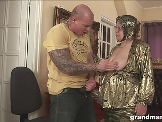 Rich granny is fucked and jizzed by huge tattooed athlete