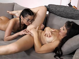 Naked lesbians handy their first mom and daughter encounter