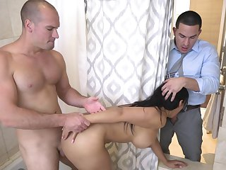 Merciless anal for the curvy wife in amazing home scenes