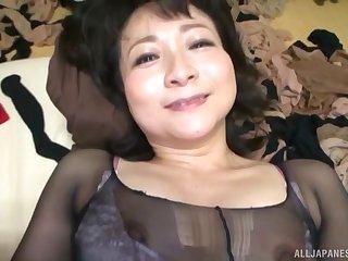 Amateur video of mature Asian get hitched Bamaiki Ei having passionate sex