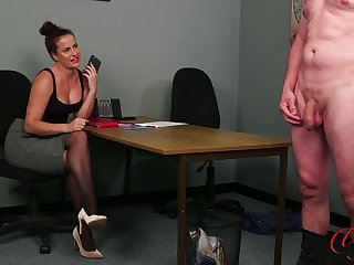 Hot ass babe Sarah Snow drops will not hear of raiment to tease a naked man