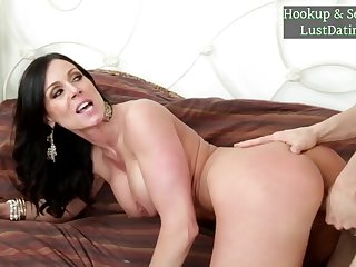 Hottie Big-Titted Mommy Kendra Lust