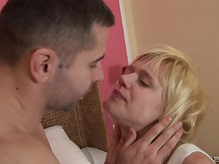 Lickerish fixture Kathy Blanche gives a blowjob and gets fucked